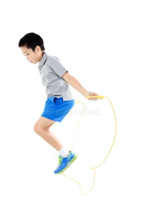 Πηδώντας αγόρι σχοινιών στοκ φωτογραφία με δικαίωμα ελεύθερης χρήσης