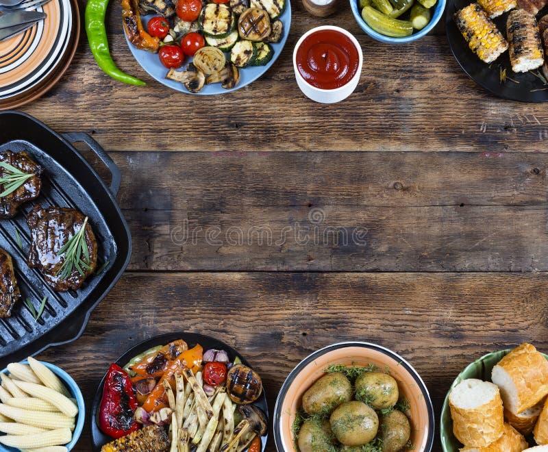 Πιάτα πλαισίων και σχαρών τροφίμων στοκ εικόνες