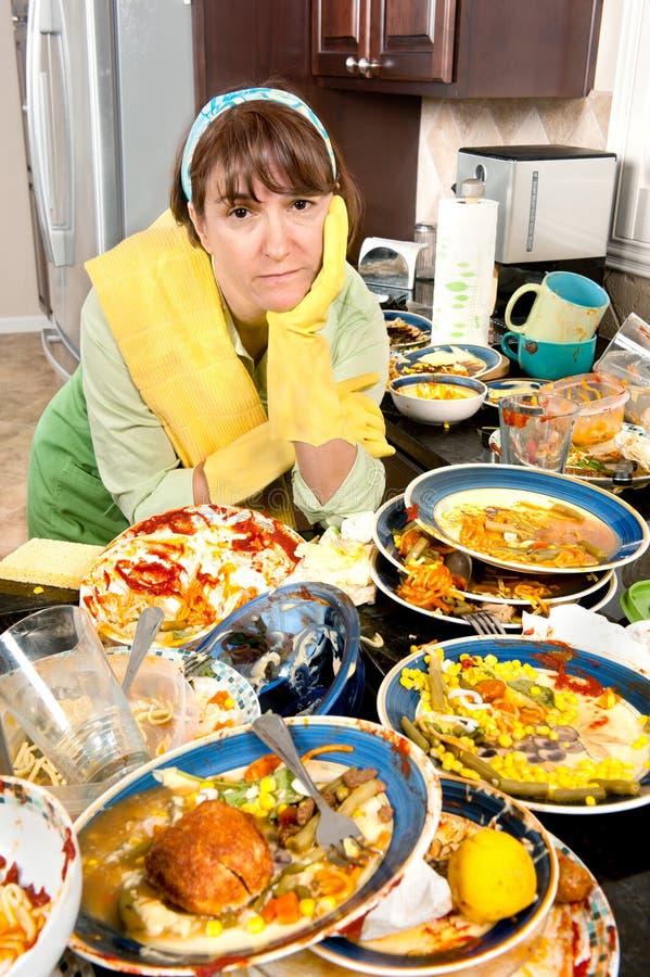 πιάτα που πλένουν τη γυναί&kap στοκ εικόνες