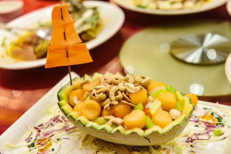 Πιάτα της διεθνούς κουζίνας σε ένα εστιατόριο ξενοδοχείων στοκ εικόνα