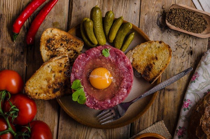 Πιάτο βόειου κρέατος tartare στοκ φωτογραφία με δικαίωμα ελεύθερης χρήσης