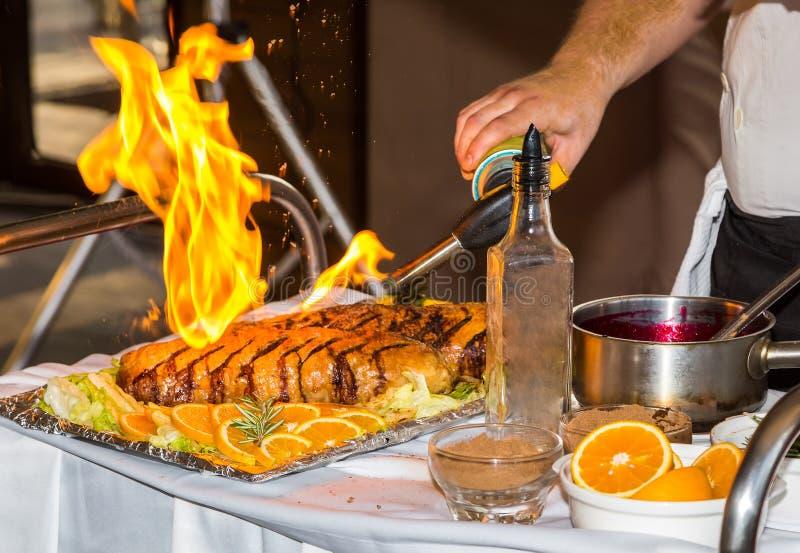 Πιάτο κρέατος με τον μίνι-φανό στοκ εικόνα με δικαίωμα ελεύθερης χρήσης