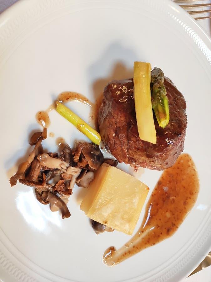 Πιάτο με κρέας με πατάτες στοκ εικόνες