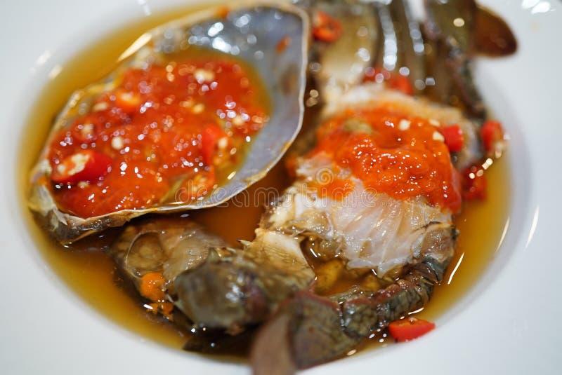 Πιάτο με ταϊλανδέζικα θαλασσινά, καραβάκια τουρσί με σάλτσα ψαριού στοκ εικόνα