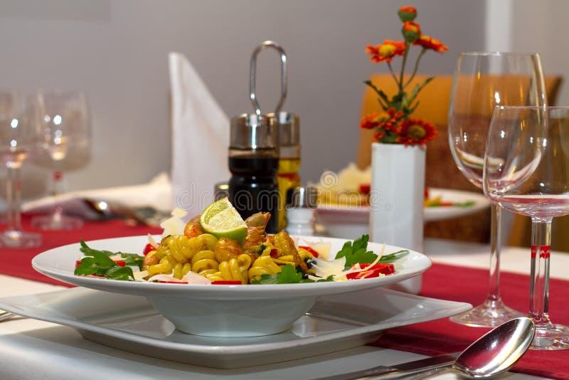 Πιάτο με τα ιταλικά ζυμαρικά στοκ φωτογραφίες