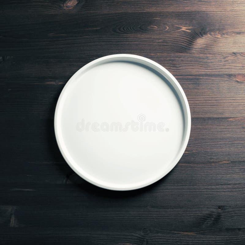 Πιάτο στο ξύλο στοκ εικόνα με δικαίωμα ελεύθερης χρήσης