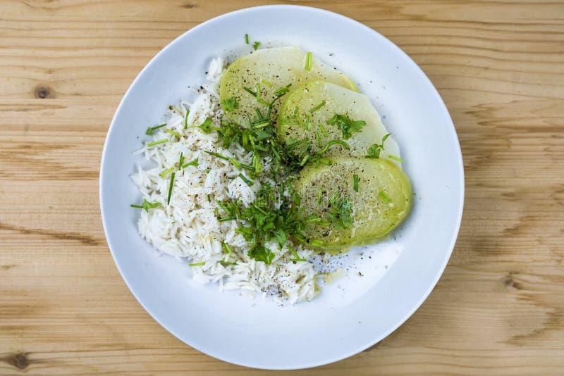 Πιάτο του ρυζιού με το λάχανο στοκ εικόνες