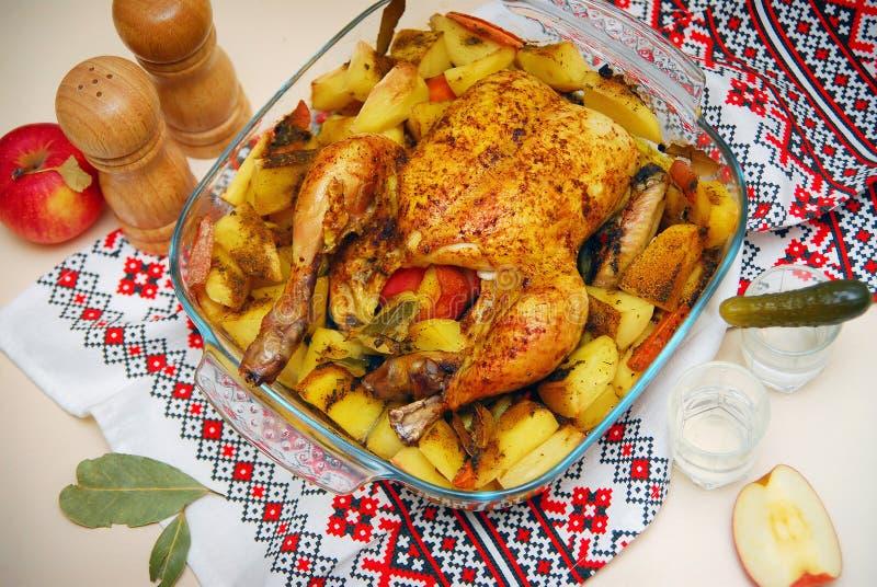 Πιάτο του ψημένου κοτόπουλου στοκ φωτογραφία με δικαίωμα ελεύθερης χρήσης