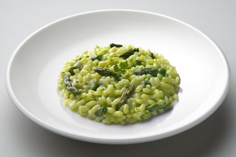 Πιάτο του risotto με το σπαράγγι στοκ φωτογραφία με δικαίωμα ελεύθερης χρήσης