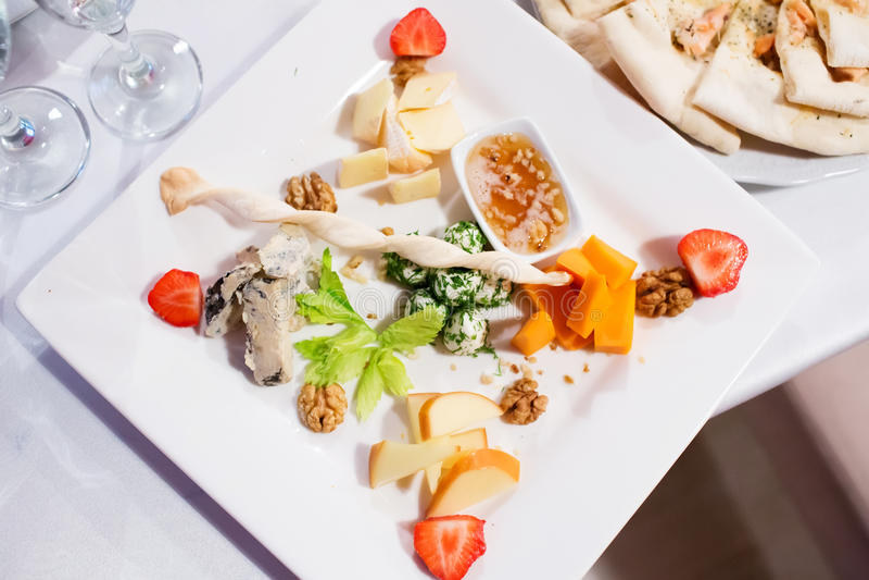 Πιάτο τυριών στοκ φωτογραφίες με δικαίωμα ελεύθερης χρήσης