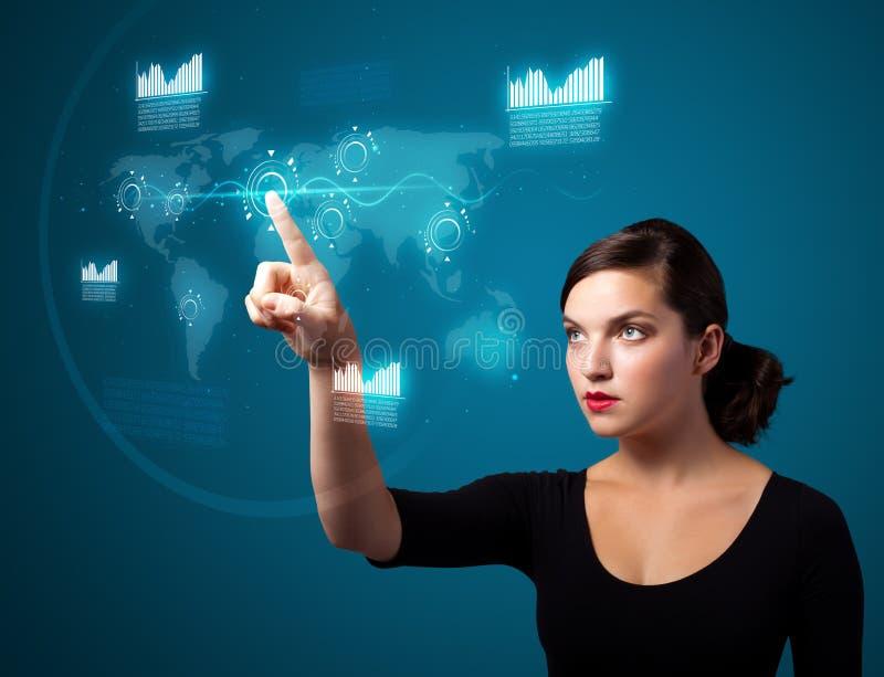 Πιέζοντας τύπος υψηλής τεχνολογίας επιχειρηματιών σύγχρονων κουμπιών στοκ φωτογραφίες