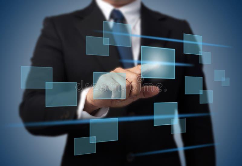 Πιέζοντας τύπος υψηλής τεχνολογίας επιχειρηματιών σύγχρονων κουμπιών στοκ φωτογραφίες με δικαίωμα ελεύθερης χρήσης