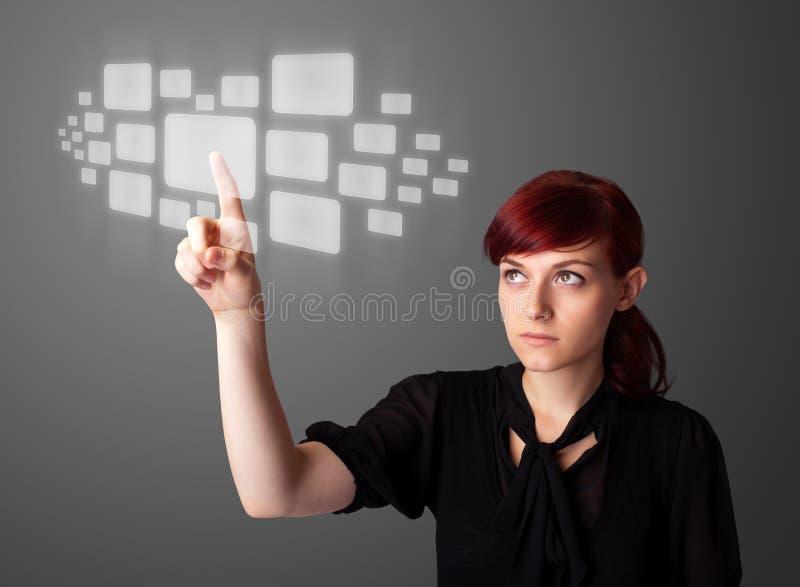Πιέζοντας τύπος υψηλής τεχνολογίας επιχειρηματιών σύγχρονων κουμπιών στοκ φωτογραφία