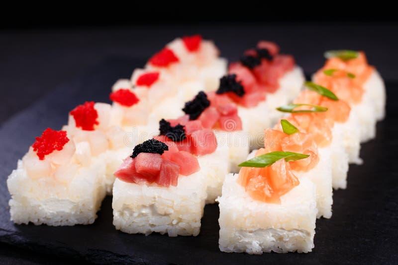 Πιεσμένα σούσια, ιαπωνική λιχουδιά, εστιατόριο στοκ εικόνες