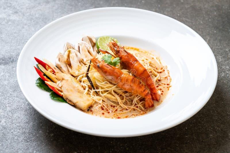 πικάντικα ζυμαρικά μακαρονιών γαρίδων (Tom Yum Goong στοκ εικόνες με δικαίωμα ελεύθερης χρήσης