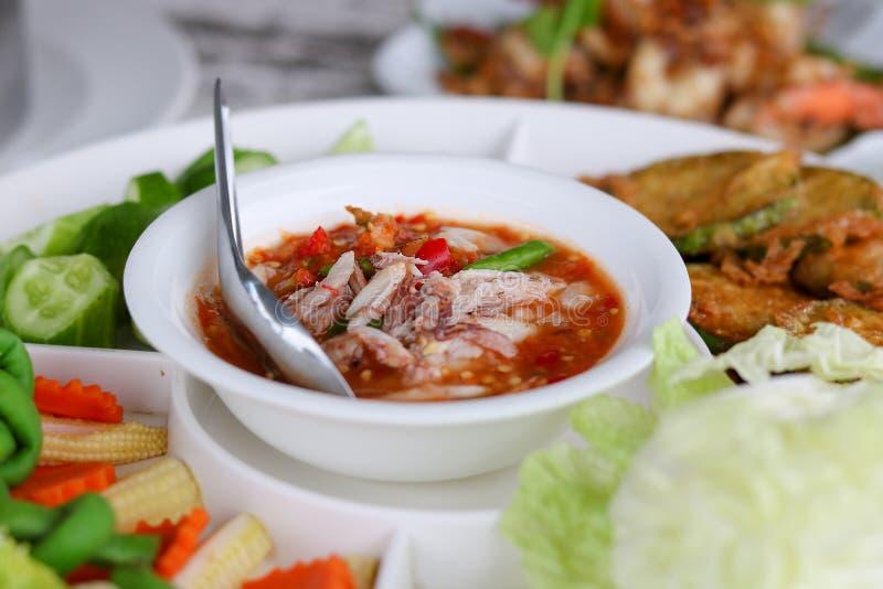 Πικάντικη σάλτσα τσίλι αυγοτάραχων καβουριών με το λαχανικό στοκ εικόνα