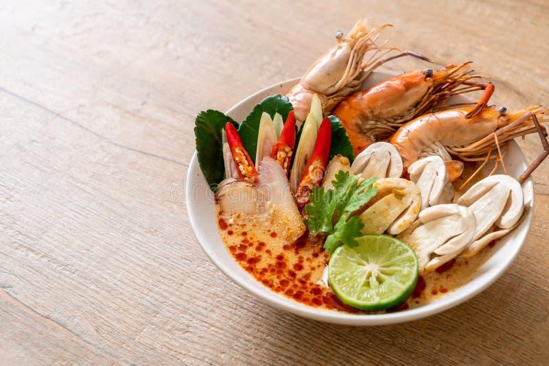 πικάντικη σούπα γαρίδων (Tom Yum Goong στοκ εικόνα