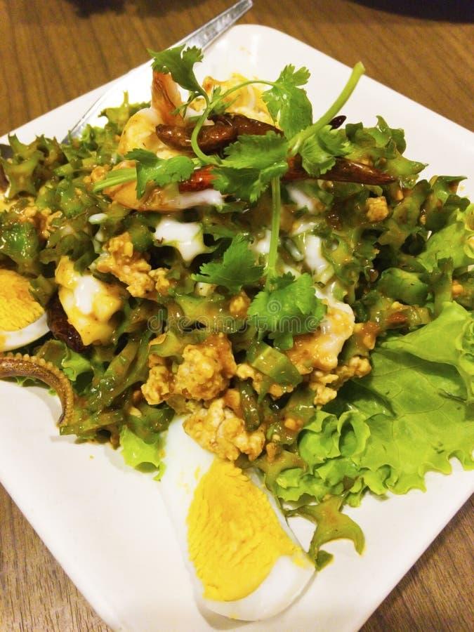 Πικάντικη φτερωτή ταϊλανδική σαλάτα φασολιών στοκ εικόνα