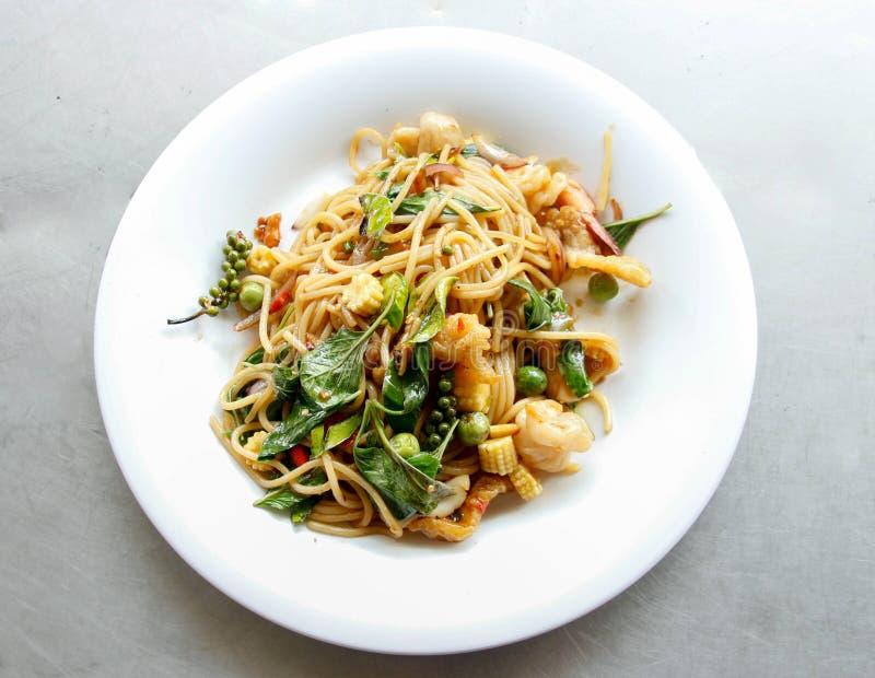 Πικάντικο ταϊλανδικό ύφος θαλασσινών spagetti στοκ φωτογραφία