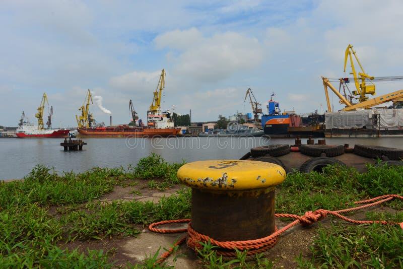 Πικρός με τα σχοινιά και τα σκάφη στο ναυπηγείο του Γντανσκ Shiprepairing στο Γντανσκ, Πολωνία στοκ φωτογραφία με δικαίωμα ελεύθερης χρήσης