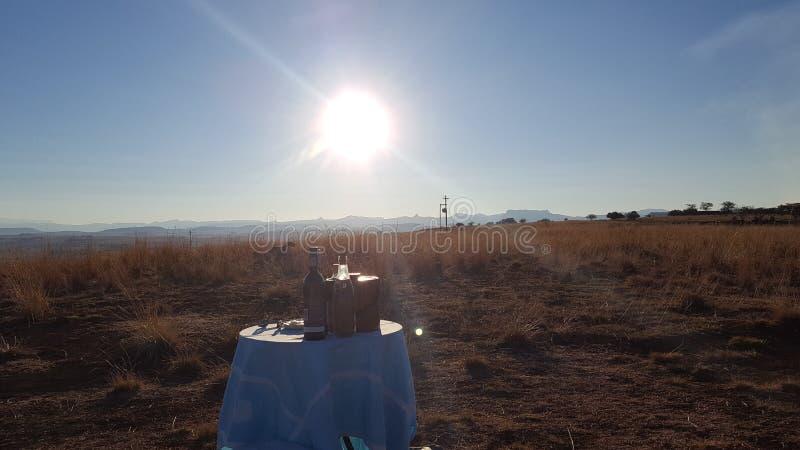 Πικ-νίκ ηλιοβασιλέματος στοκ φωτογραφία με δικαίωμα ελεύθερης χρήσης