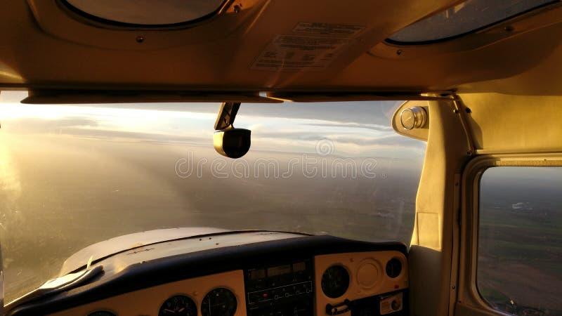 Πιλοτήριο αεροπλάνων ηλιοβασιλέματος στοκ φωτογραφίες με δικαίωμα ελεύθερης χρήσης