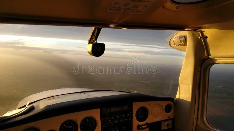 Πιλοτήριο Γαλλία αεροπλάνων ηλιοβασιλέματος στοκ εικόνες
