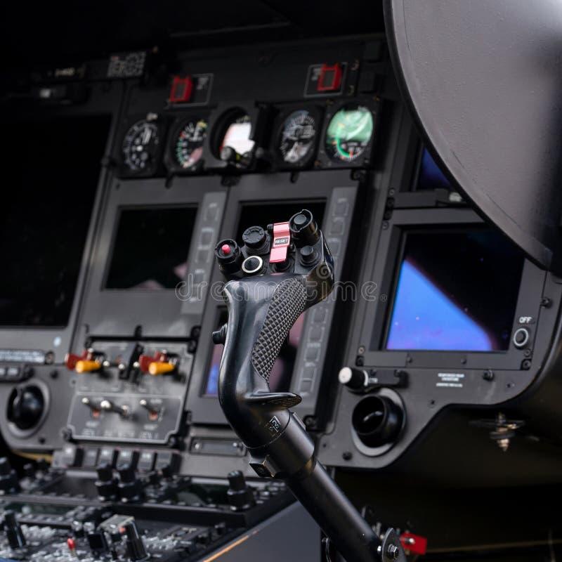 Πιλοτήριο ενός ελικοπτέρου ελεύθερη απεικόνιση δικαιώματος