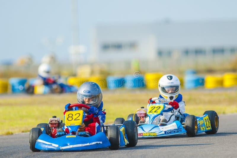 Πιλότοι που ανταγωνίζονται στο εθνικό πρωτάθλημα Karting στοκ εικόνες