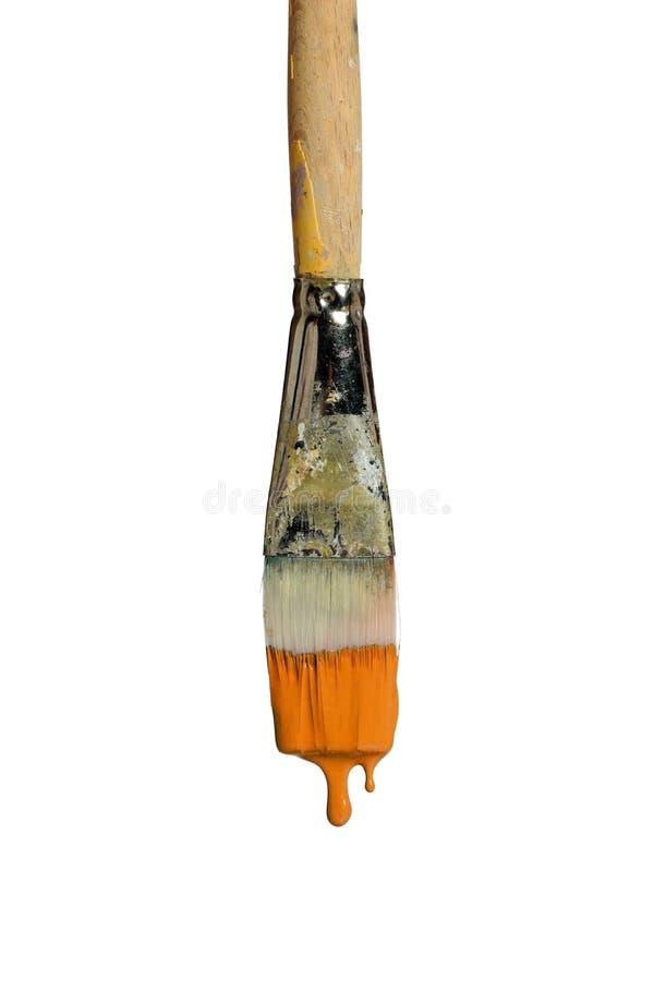 Πινέλο που στάζει το πορτοκαλί χρώμα στοκ φωτογραφία με δικαίωμα ελεύθερης χρήσης