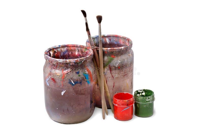 Πινέλο τρία Βρώμικο νερό για το χρώμα Χρώμα γκουας στο contai στοκ εικόνα με δικαίωμα ελεύθερης χρήσης