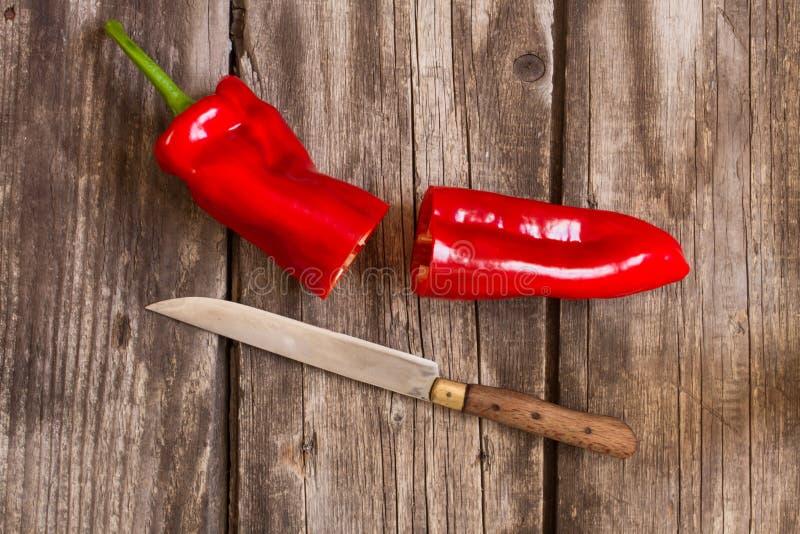 Πιπέρι και μαχαίρι στοκ εικόνα με δικαίωμα ελεύθερης χρήσης