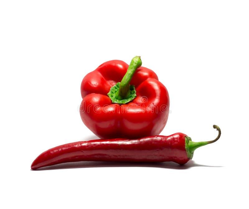 Πιπέρι κουδουνιών και πιπέρι τσίλι που απομονώνονται στο λευκό τρόφιμα, αντικείμενο στοκ εικόνες με δικαίωμα ελεύθερης χρήσης
