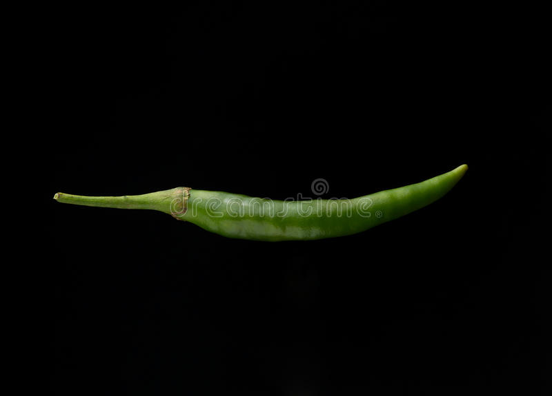 Πιπέρι τσίλι στο μαύρο υπόβαθρο στοκ εικόνα με δικαίωμα ελεύθερης χρήσης