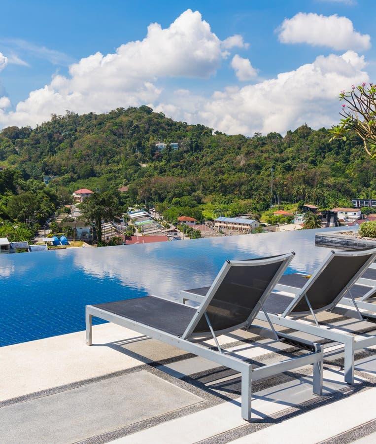 Πισίνα στη τοπ στέγη στοκ εικόνα