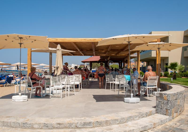 Πισίνα στο ξενοδοχείο πολυτελείας στη Malia στην Κρήτη, Ελλάδα στοκ φωτογραφίες με δικαίωμα ελεύθερης χρήσης