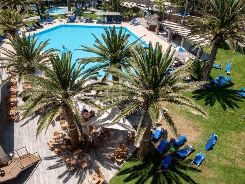 Πισίνα στο ξενοδοχείο πολυτελείας στη Malia στην Κρήτη, Ελλάδα στοκ φωτογραφίες