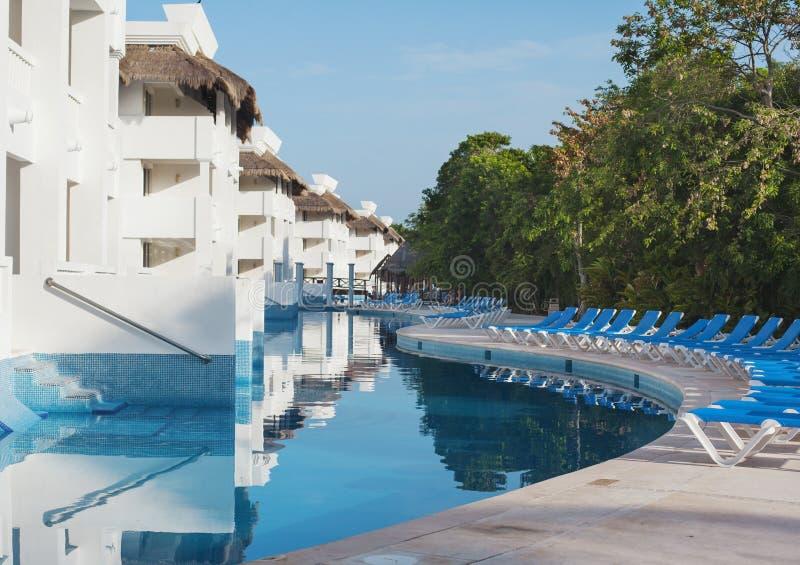 Πισίνα στο ξενοδοχείο στοκ φωτογραφία με δικαίωμα ελεύθερης χρήσης