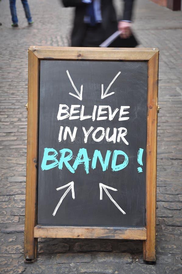 Πιστεψτε στον πίνακα διαφημίσεων εμπορικών σημάτων σας στοκ εικόνες με δικαίωμα ελεύθερης χρήσης