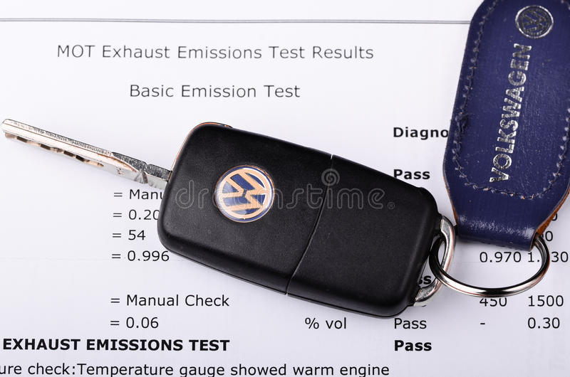 Πιστοποιητικό δοκιμής εκπομπών του Volkswagen στοκ εικόνα με δικαίωμα ελεύθερης χρήσης