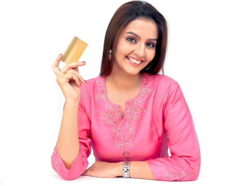 πιστωτική γυναίκα καρτών στοκ φωτογραφία με δικαίωμα ελεύθερης χρήσης