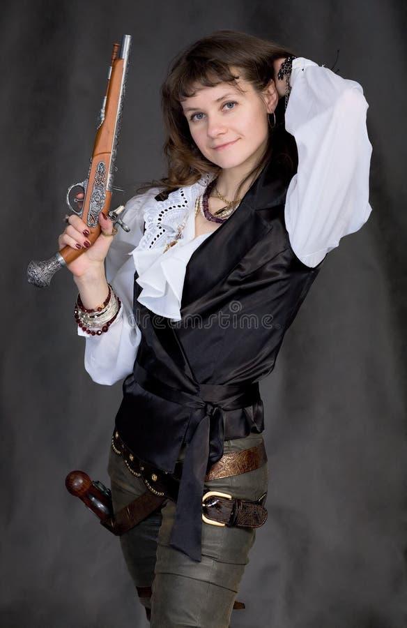 πιστόλια δύο πειρατών κοριτσιών στοκ εικόνα