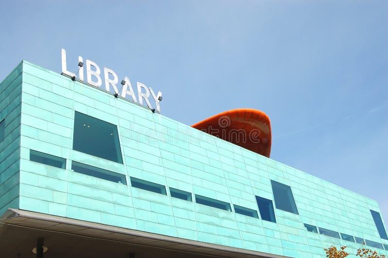 πιό στενή βιβλιοθήκη σύγχρ&omi στοκ εικόνες με δικαίωμα ελεύθερης χρήσης