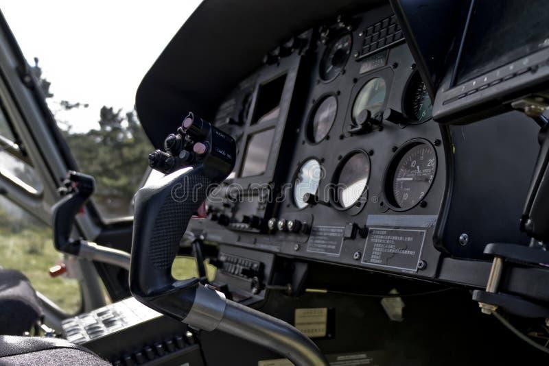 Πιλοτήριο ελικοπτέρων και επιτροπή οργάνων στοκ εικόνες με δικαίωμα ελεύθερης χρήσης