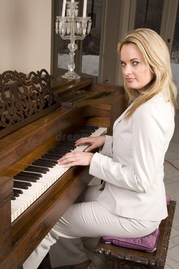 Download πλάγια όψη πιάνων στοκ εικόνες. εικόνα από όψη, σπίτι - 13178702