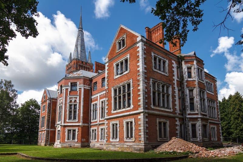 Πλάγια όψη σχετικά με το παλάτι Tyszkiewicz σε Lentvaris, Λιθουανία στοκ εικόνες με δικαίωμα ελεύθερης χρήσης