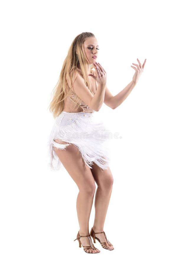 Πλάγια όψη του εμπαθούς προκλητικού θηλυκού χορευτή με την πρόσκληση της χειρονομίας χεριών που κοιτάζει κάτω στοκ φωτογραφίες με δικαίωμα ελεύθερης χρήσης