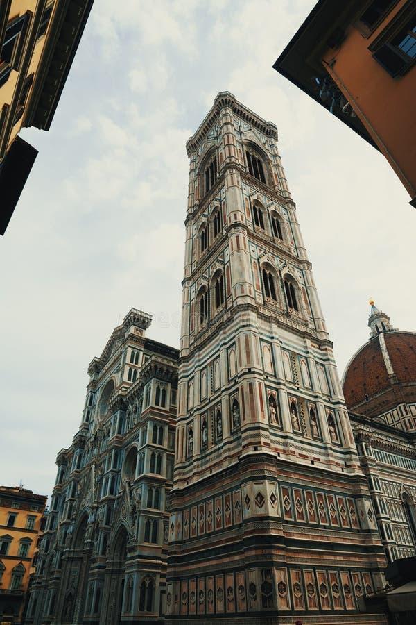 Πλάγια όψη του καθεδρικού ναού της Σάντα Μαρία del Fiore στη Φλωρεντία στοκ φωτογραφία