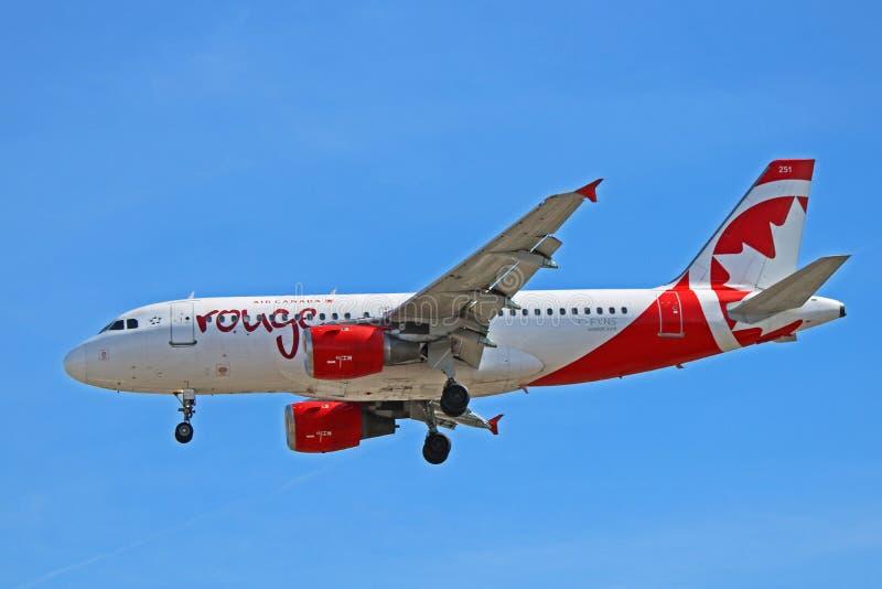 Πλάγια όψη airbus A319-100 ρουζ του Air Canada στοκ φωτογραφία με δικαίωμα ελεύθερης χρήσης