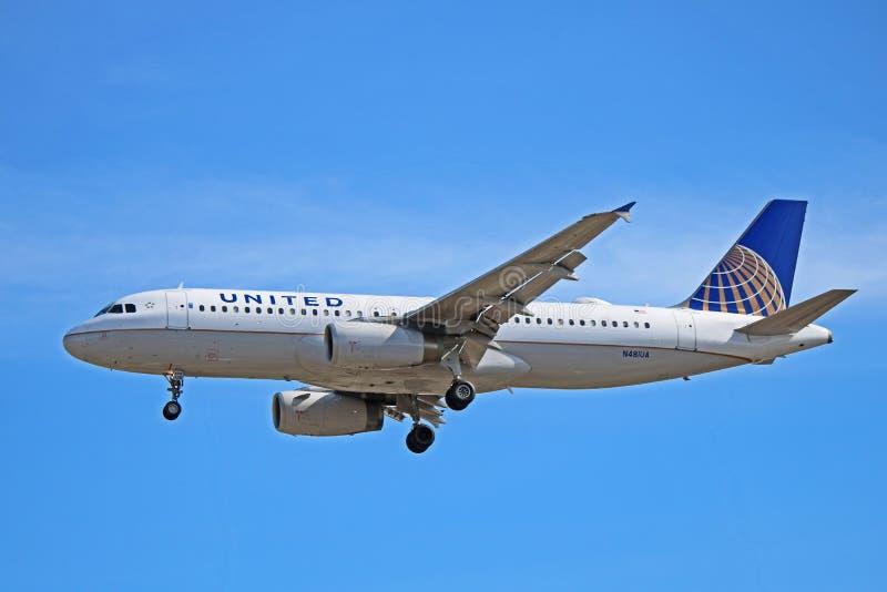 Πλάγια όψη airbus A320-200 των United Airlines στοκ φωτογραφία με δικαίωμα ελεύθερης χρήσης
